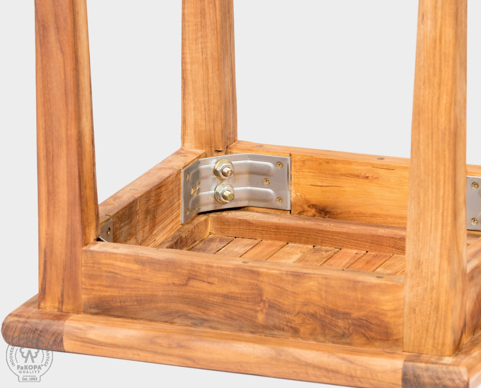 stolička z teaku
